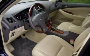 Педалът на газта може да заседне в стелката на новите Тойоти и Лексуси