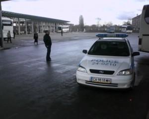 Къде паркират полицаите на 2 дка паркинг с една пешеходна пътека?