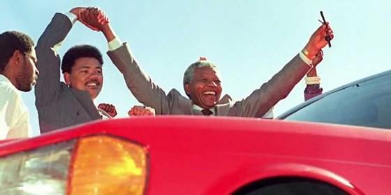 Лица: Нелсън Мандела и неговата S-класа