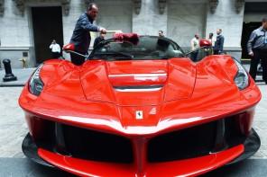 Ferrari се листва на борсата с готин тикер и при цена от $50 за акция