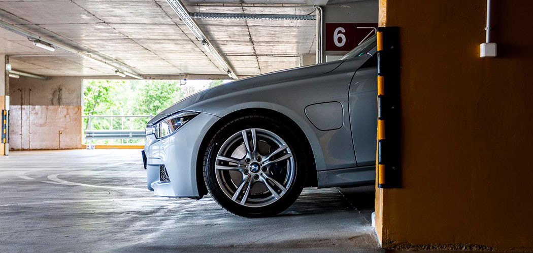 BMW_330E_iperformance_2016-12-head