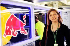 Цвети от Белица, която изчислява аеродинамиката във F1 отбора на Red Bull